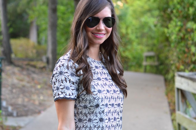 Ray Ban aviators in black, mirrorless aviators, easy waves, fall floral, lace for fall