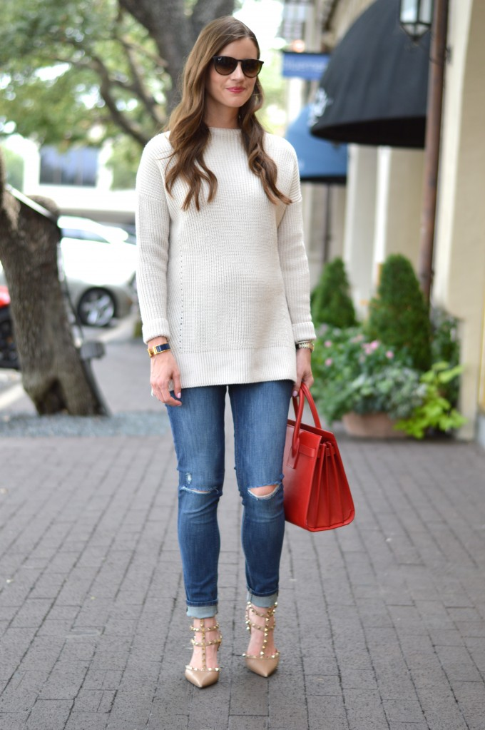 ray ban aviators, easy waves, funnel neck sweater, distressed jeans, red handbags, pregnancy style