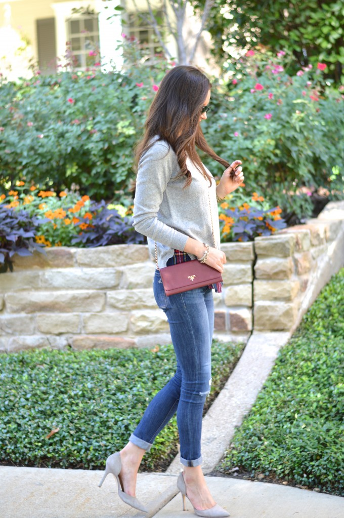 layered sweater, wearing pumps with jeans, casual weekend wear