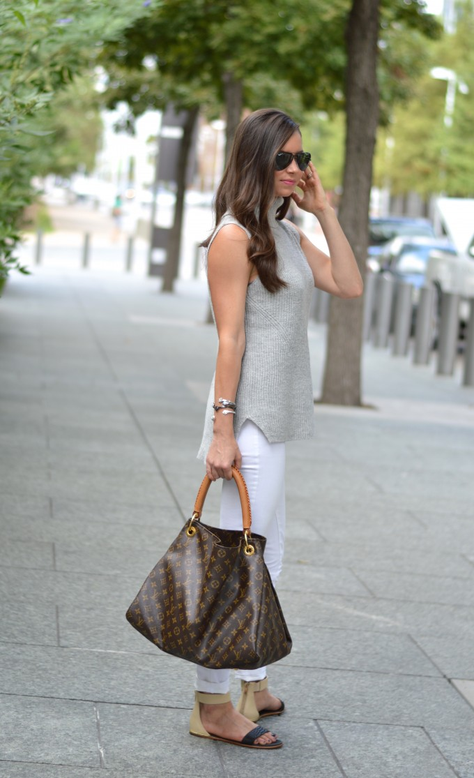 sleeveless sweater, white jeans for fall, casual fall style