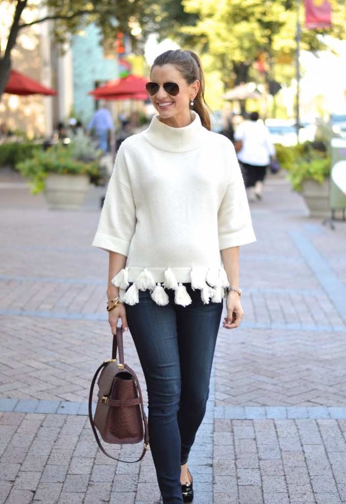 weekend uniform, tassels, sweater with tassels, casual maternity style