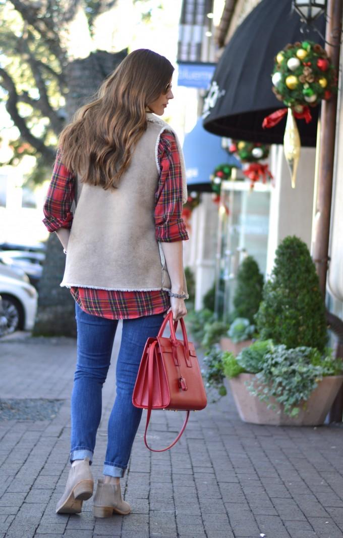 plaid top, plaid maternity top, red handbag, easy curls