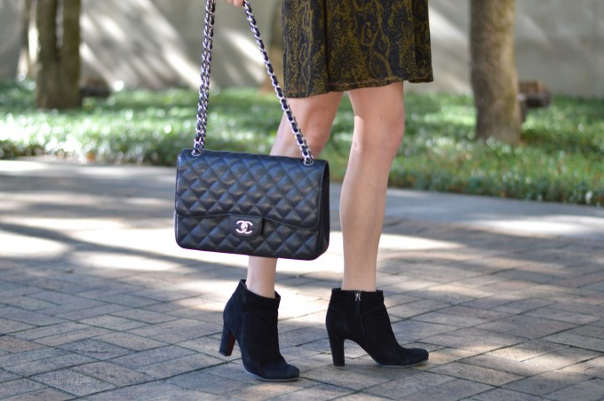 how to wear booties with a dress, green holiday dress, chanel handbag