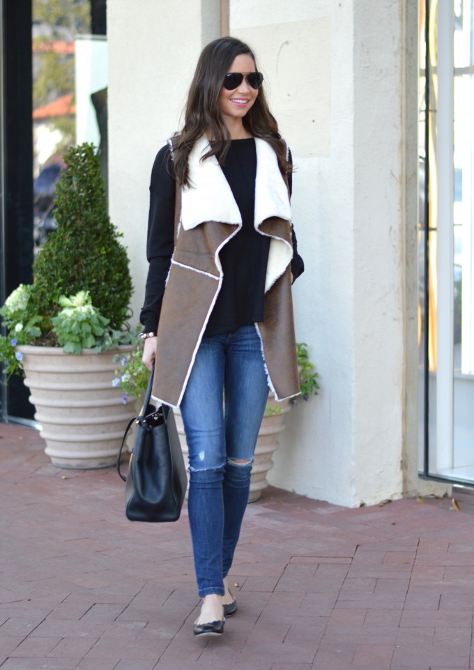 brown shearling vest, what to wear on a casual weekend, black tote bag, cute black flats
