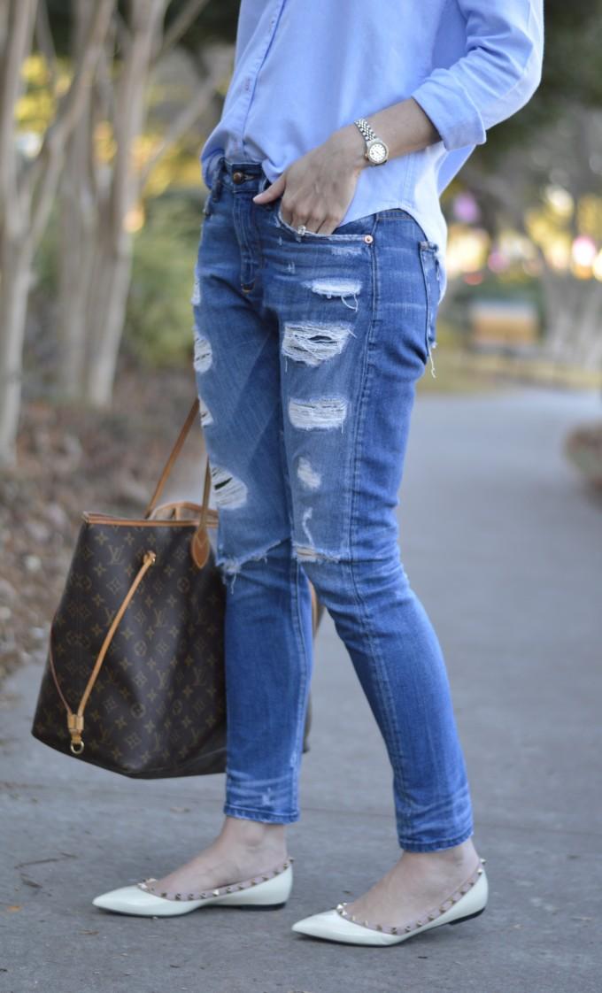 distressed denim, distressed boyfriend jeans, rockstud valentino flats