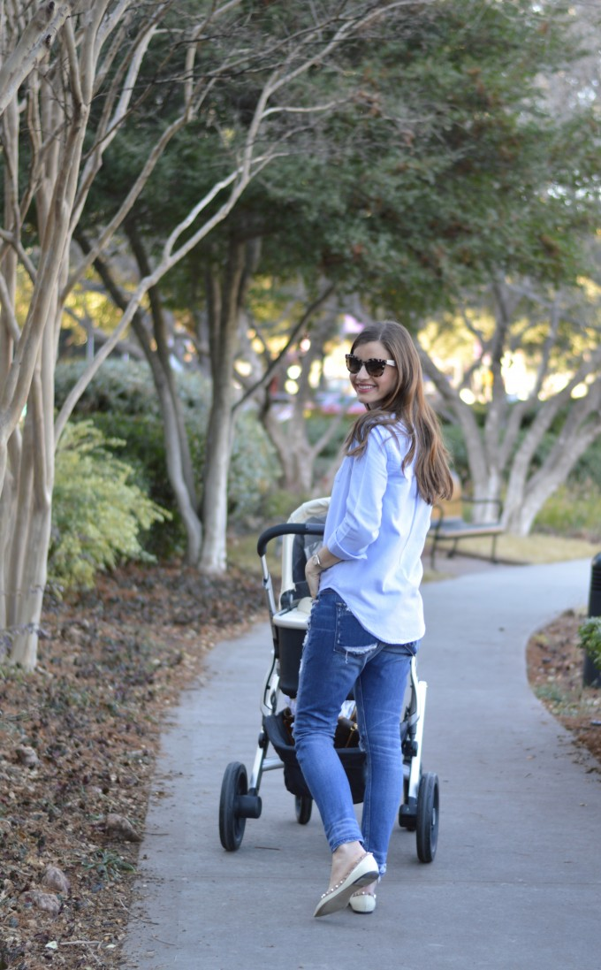 casual mom style, distressed boyfriend jeans, rockstud flats