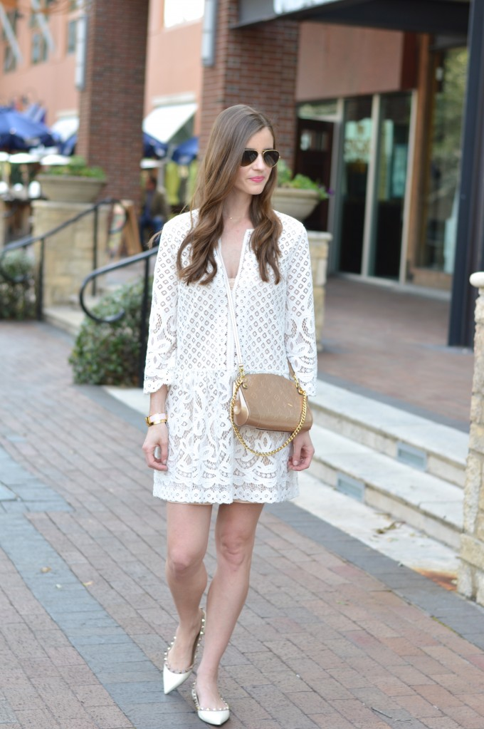 spring trend lace,white lace dress, gold cross body bag