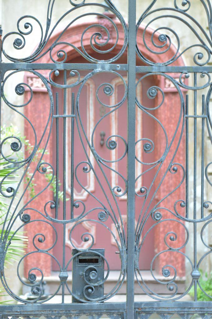 pretty door, pretty door in Charleston