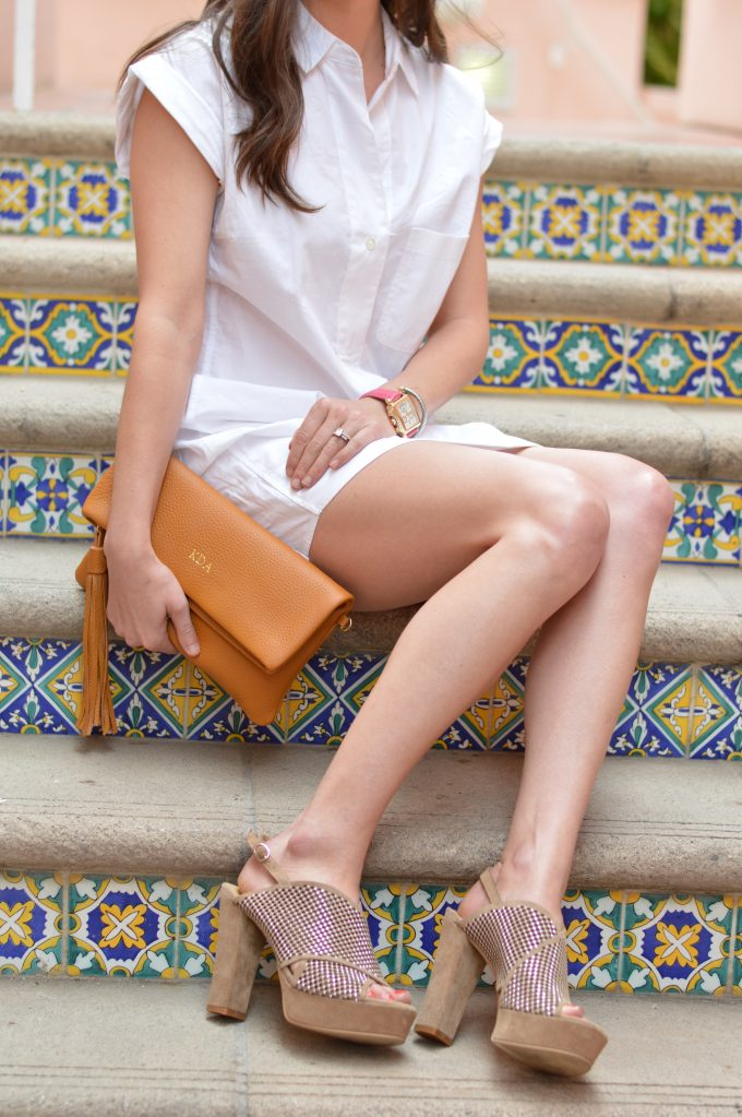 white short sleeve shirtdress, brown clutch, clutch with tassel, platform sandals,