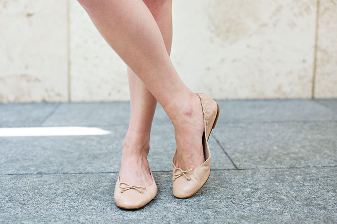 Classic ballet flats in nude.