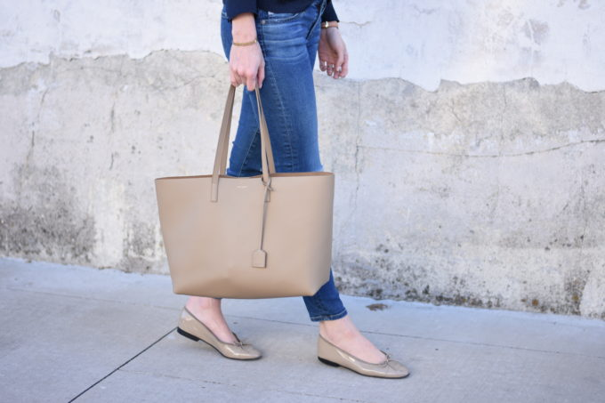 beige tote bag with nude patent ballet flats