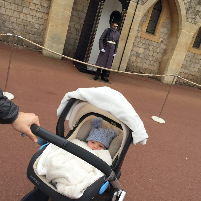 baby in stroller at buckingham palace