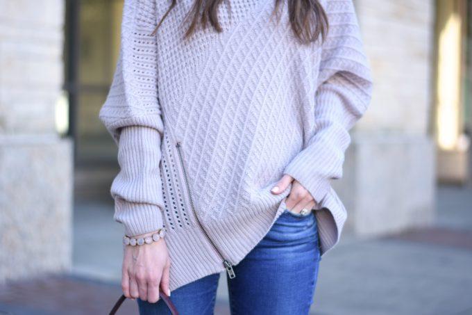 oversized sweater wiht asymetrical zipper