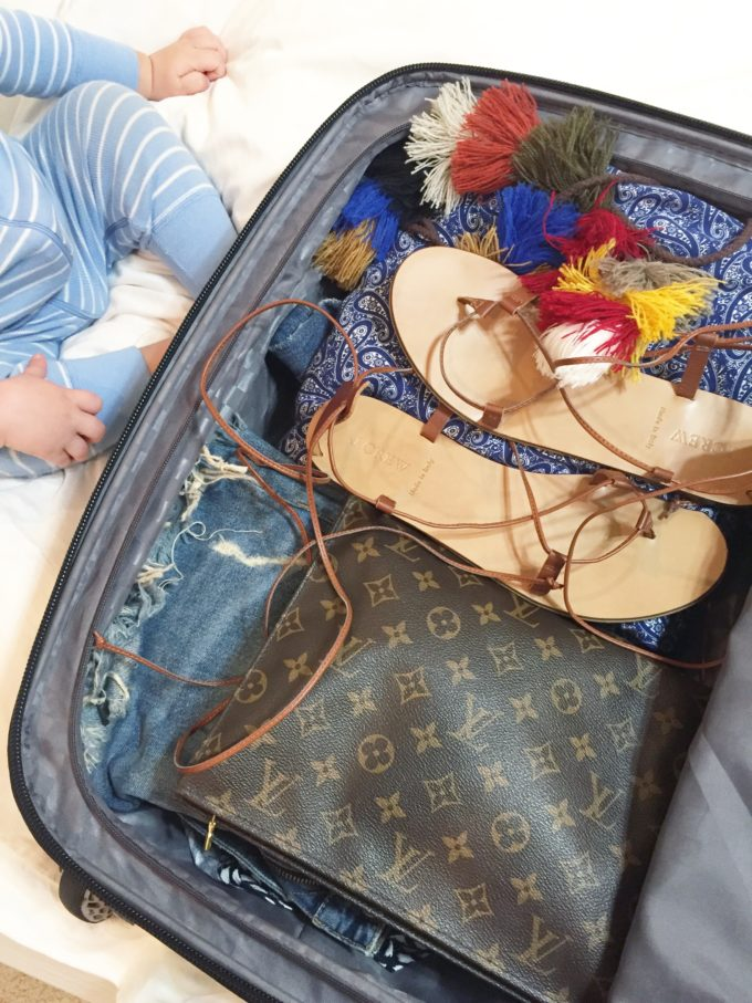 packing suitcase for babymoon