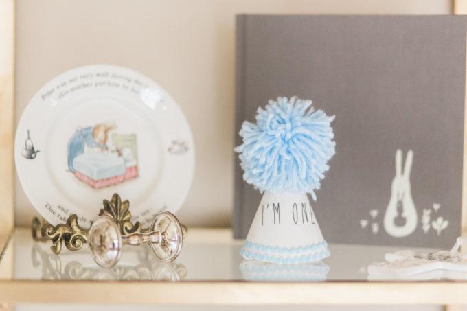 nursery bookshelf details