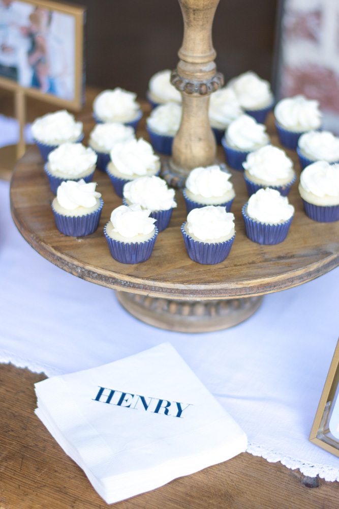 mini cupcakes at henry's sip and see
