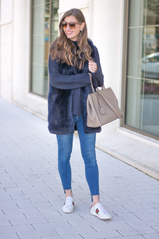 weekend csual faux fur vest jeans sneakers
