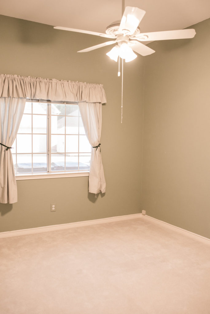 empty room with ceiling fan