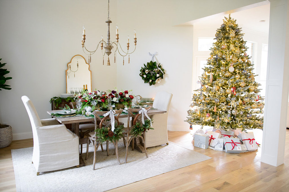 dining room and Christmas tree
